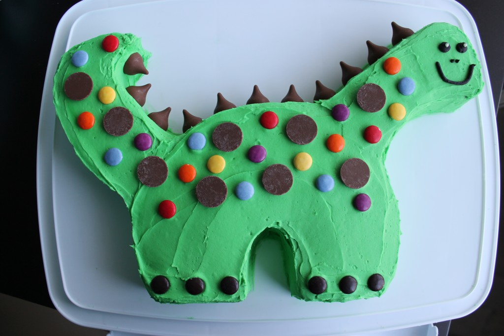 Dinosaur birthday cake what 39 s cooking on planet byn for How to make a dinosaur cake template